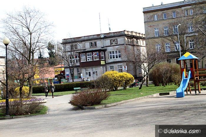 Jelenia Góra: Czytelnik: Co ze skwerkiem przy ul. Okrzei?