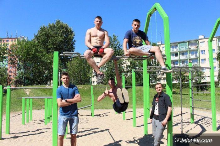 Jelenia Góra: Młodzież doczekała się parku z drążkami do ćwiczeń