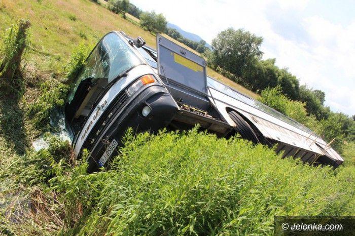 Region: Autobus PKS–u wpadł do rowu, są ranni (aktualizacja)