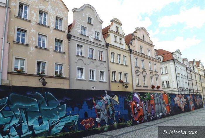 Jelenia Góra: (Nie)zapomniane graffiti na Placu Ratuszowym?