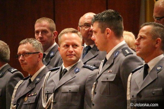 Jelenia Góra: Odznaczenia i awanse policjantom wręczone