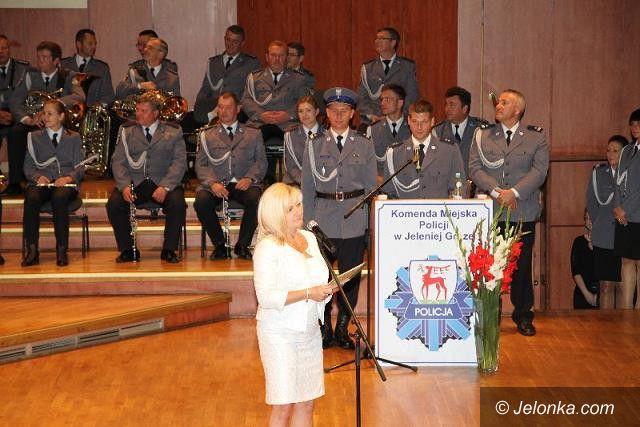 Jelenia Góra: Starosta przekazała czek na zakup psa policyjnego