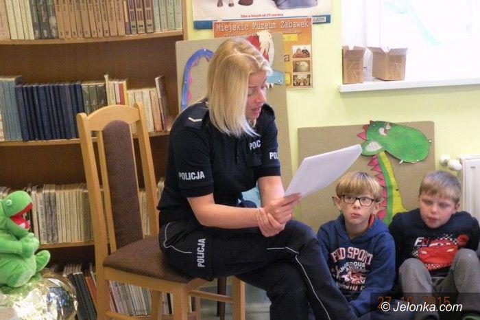 Region: Policjanci czytają dzieciom i uczą bezpieczeństwa
