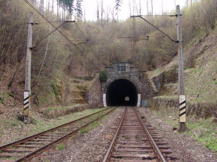 Unikalnym tunelem w Góry Sokole