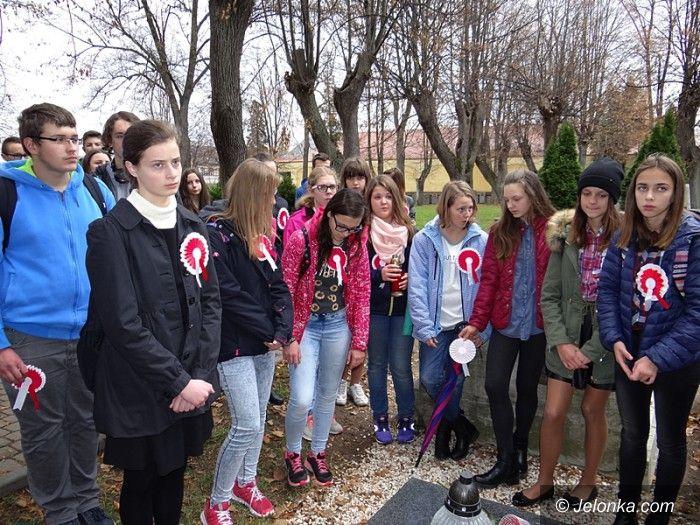Jelenia Góra: Ważna lekcja historii przy grobie bohatera