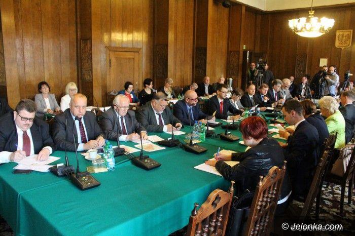 Jelenia Góra: Polityczno–prawny dramat na sesji