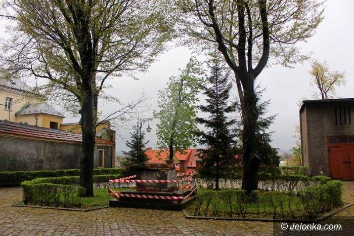Jelenia Góra: Gdzie się podziały pomniki sprzed Bazyliki Mniejszej?
