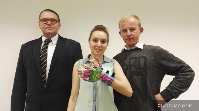 Jelenia Góra: Studenci KPSW stworzyli... wspomagacza dłoni