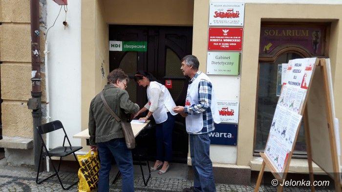 """Jelenia Góra: """"S"""" chce zakazu handlu w niedzielę – zbiórka podpisów"""