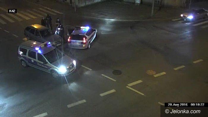 Jelenia Góra: Pijany kierowca o mało nie staranował radiowozu