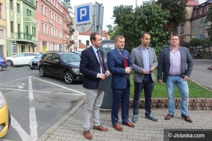 """Jelenia Góra: PiS z akcją """"15 minut"""" dla kierowców"""