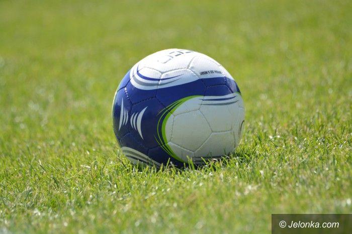 IV liga piłkarska: Lider w stolicy Karkonoszy