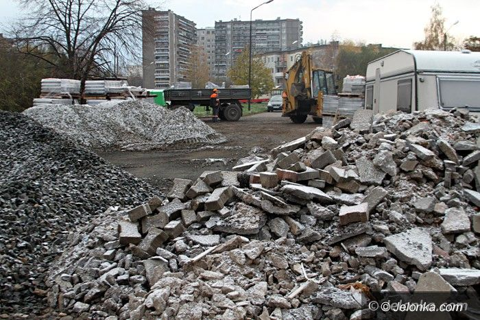 """Jelenia Góra: Wieczny """"plac budowy"""" w środku Zabobrza"""