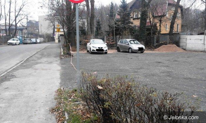 Jelenia Góra: Miejsca parkingowe zamiast trawy