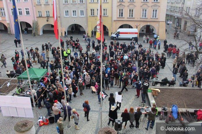 Jelenia Góra: Manifestacja w obronie praw kobiet