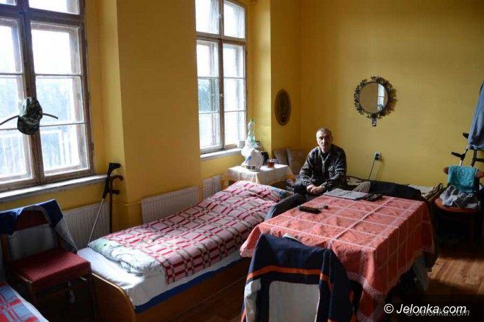 Jelenia Góra: Dają bezdomnym dach nad głową i pracę