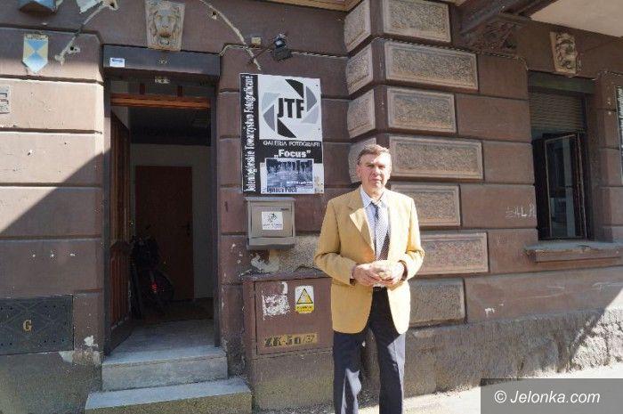 Jelenia Góra: Pasja Ignacego Pilcha na czarno–białych zdjęciach