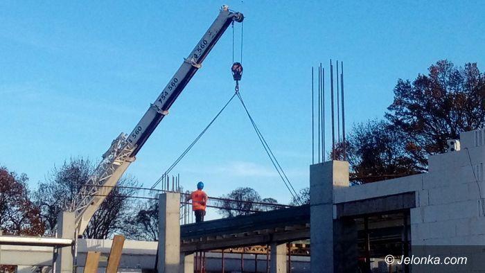 Podgórzyn: Ruch na budowie nowej szkoły w Podgórzynie