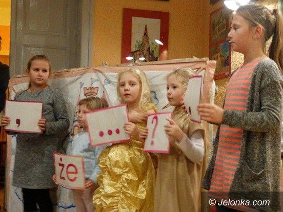 Jelenia Góra: Wakacje, barwy jesieni i miś w MDK