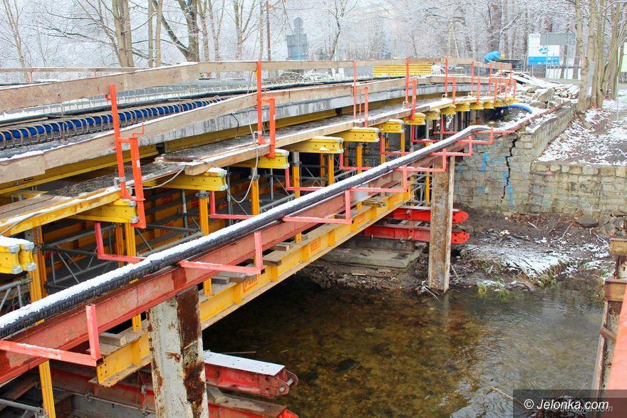 Jelenia Góra: Wydłużony termin oddania mostu na Cervi