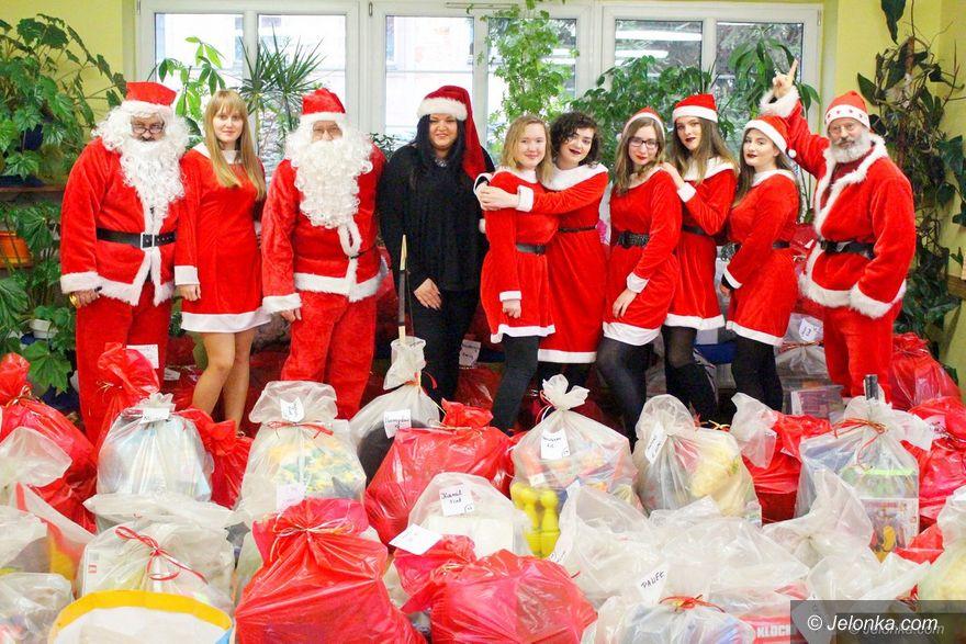 Jelenia Góra: Mikołaje wyruszyli z Wielką Paką dla dzieci