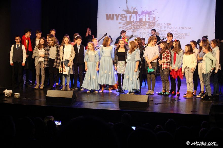 Jelenia Góra: Świąteczne przesłanie w spektaklu uczniów SP 11