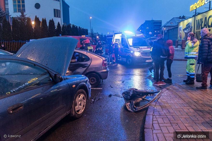 Jelenia Góra: Zderzenie trzech aut na Zabobrzu