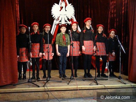Jelenia Góra: Patriotyczne nuty w Młodzieżowym domu Kultury