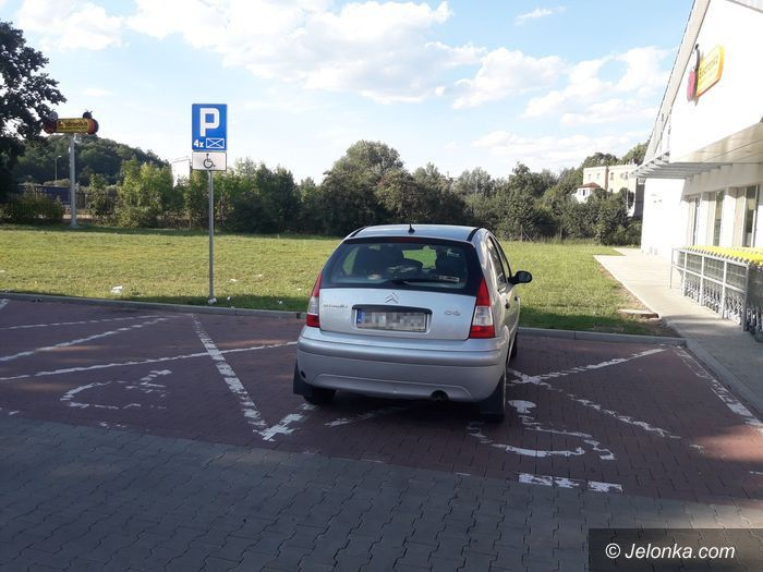 Jelenia Góra: Tak parkuje autodrań!