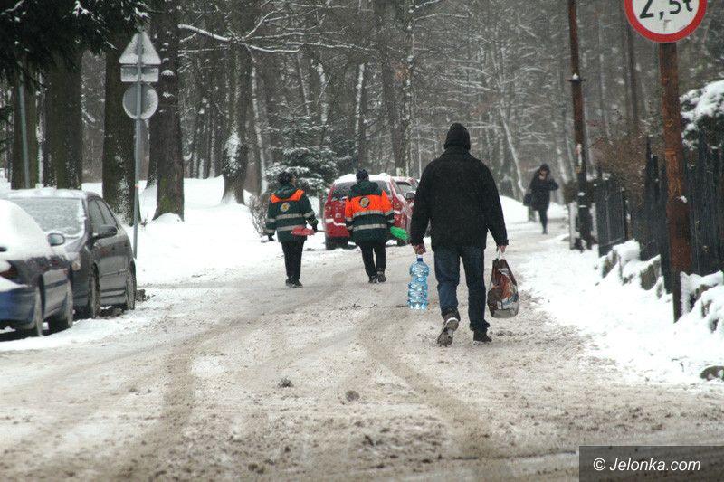 Jelenia Góra: Chodniki i sople pod lupą strażników