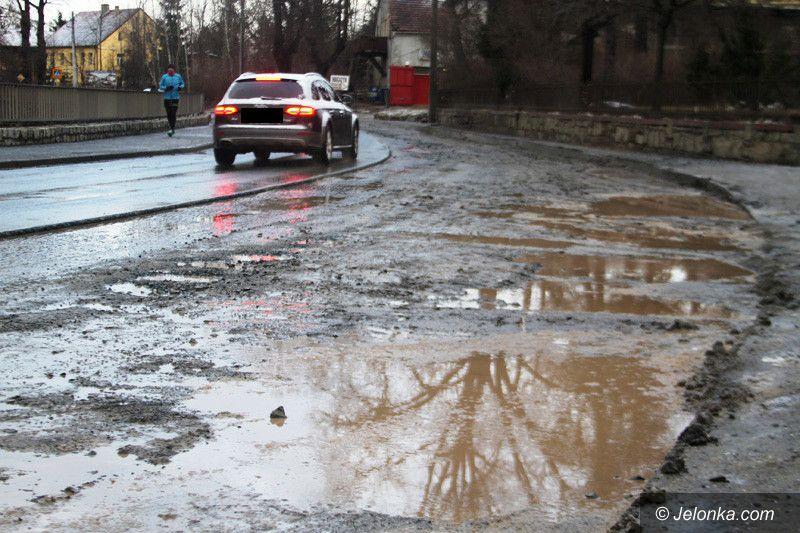 Jelenia Góra: Tor przeszkód na ulicy