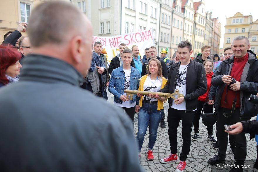 Jelenia Góra: Jeleniogórscy studenci dostali klucz do miasta