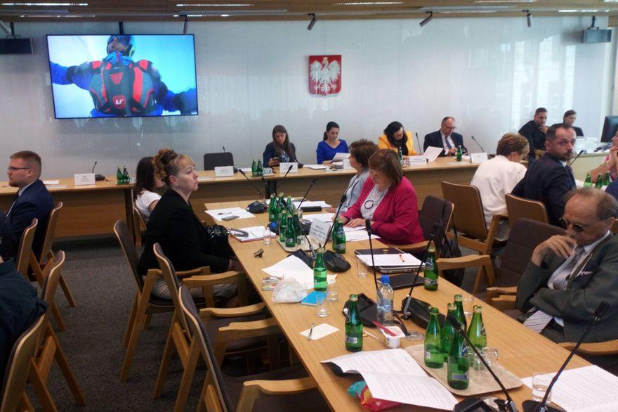 Warszawa: W Sejmie o Karkonoszach i turystyce osób niepełnosprawnych