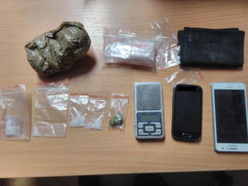 Kowary: Policjanci zatrzymali kierowcę ze znaczną ilością narkotyków