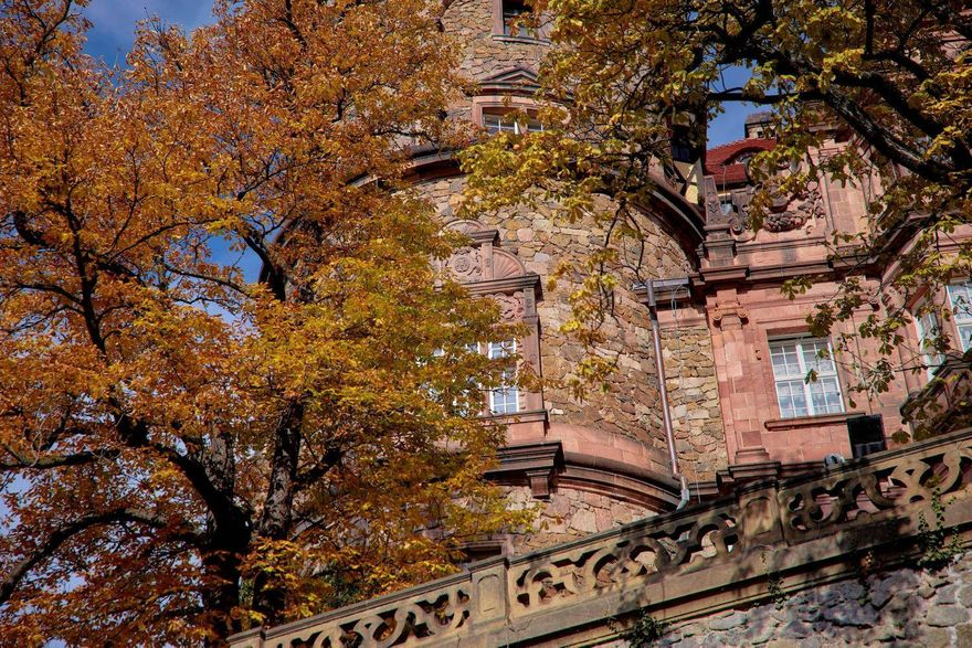 Wałbrzych: Złota jesień w Książu