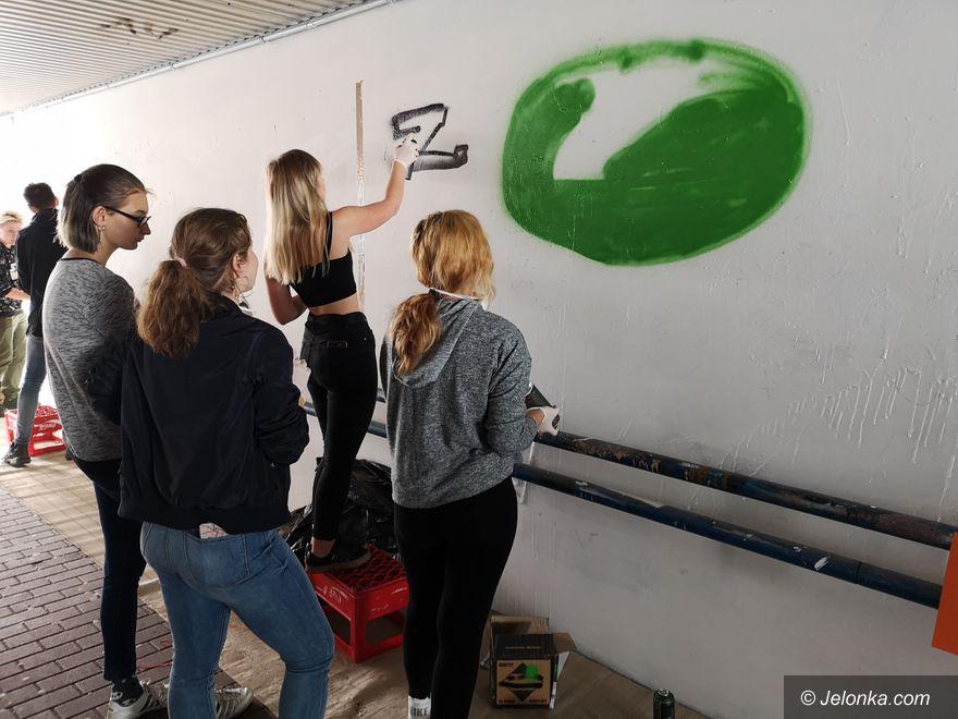 Jelenia Góra: Odczarowują przejście podziemne