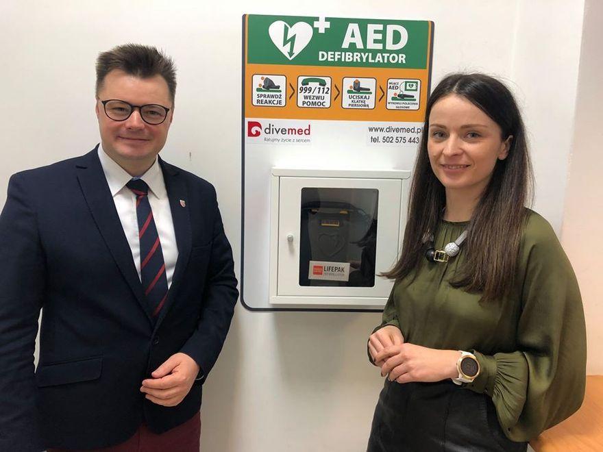 Jelenia Góra: W starostwie są defibrylatory