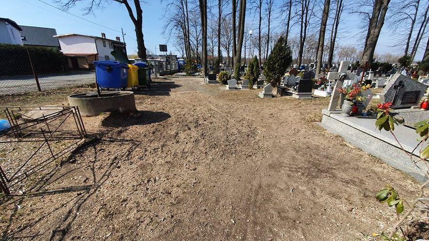 Mysłakowice: Porządki przy cmentarzach