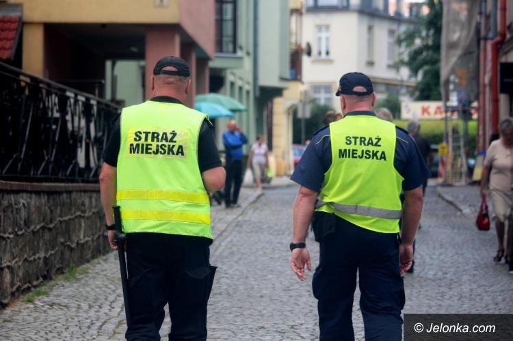 Jelenia Góra: Strażnicy ujęli poszukiwanego