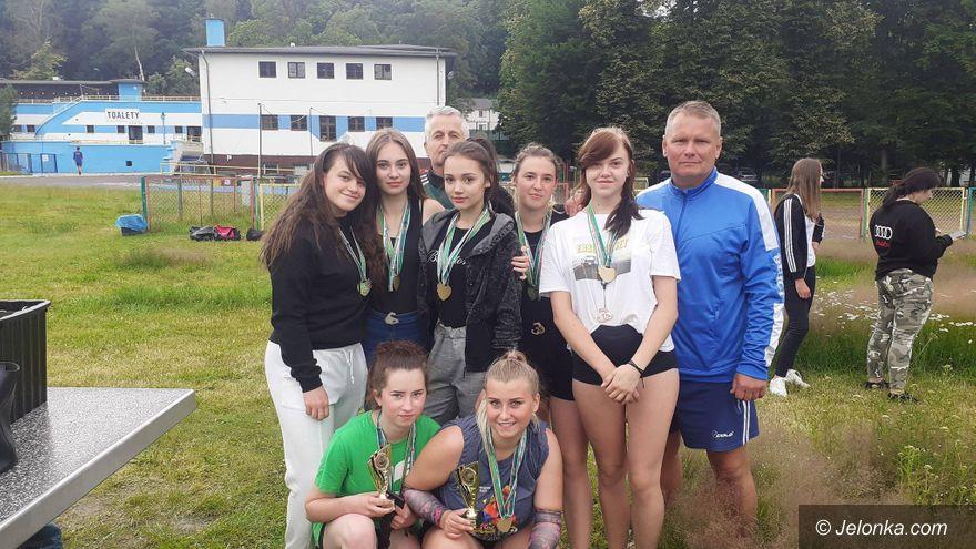 Jelenia Góra: Sięgnęli po medale w siatkówce plażowej