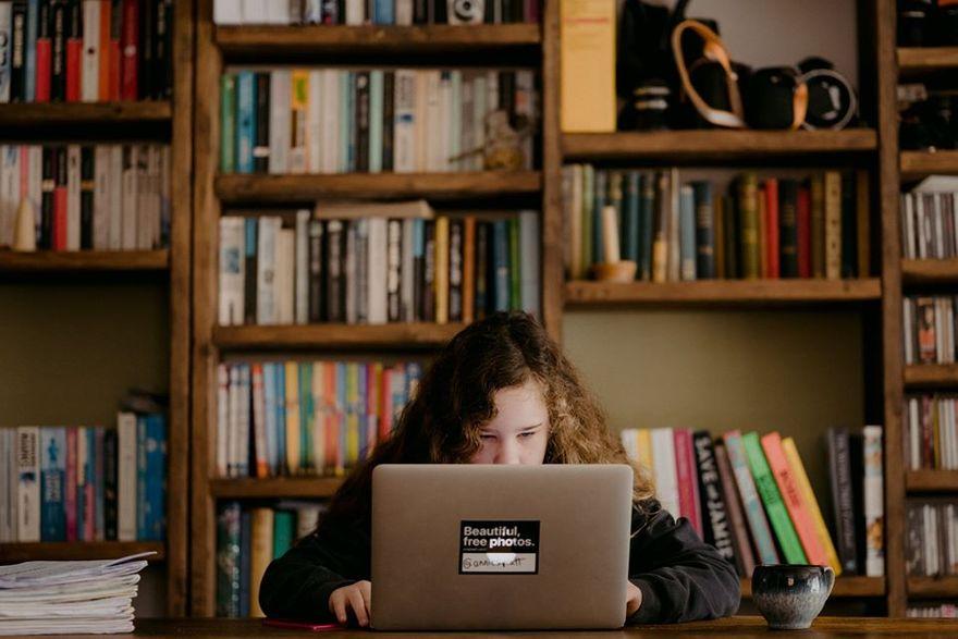 Lwówek Śląski: Laptopy dla dzieci z rodzin zastępczych