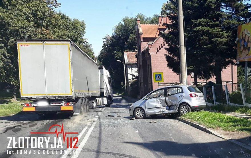 Złotoryja: Wjechała wprost pod busa