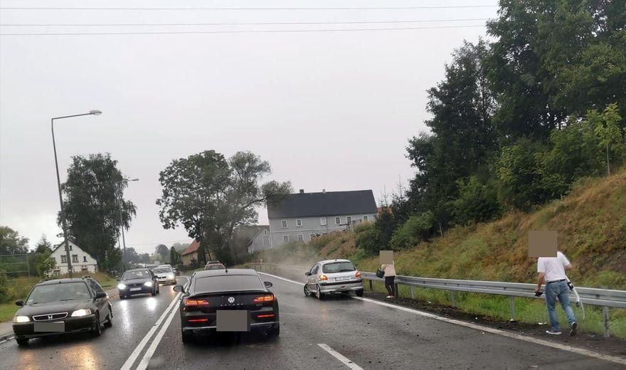 Kaczorów: Uderzył autem w barierę