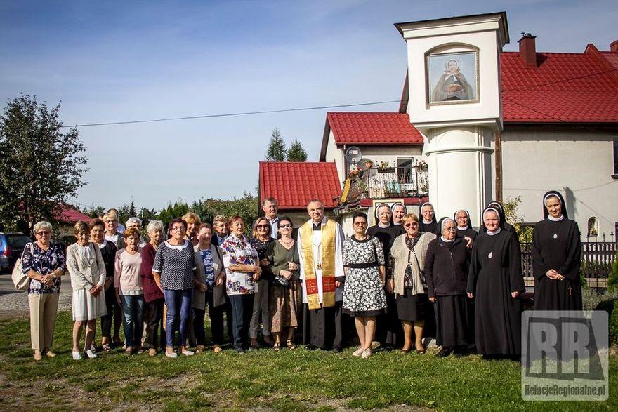 Krzeszów: Poświęcili kapliczkę