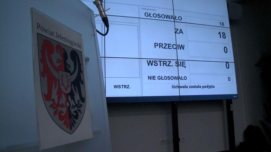 Jelenia Góra: Radni powiatu wrócili do pracy stacjonarnej