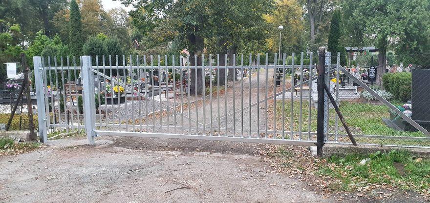 Mysłakowice: Nowa brama cmentarna