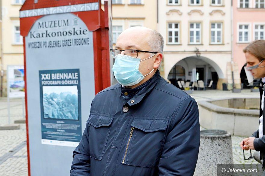 Polska: Kolejne ograniczenia, a o tarczy cisza