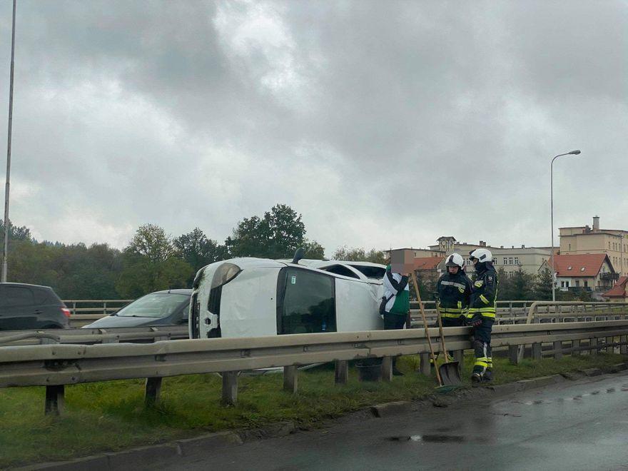 Jelenia Góra: Auto wypadło z drogi
