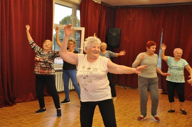 Jelenia Góra: Tanecznie i śpiewająco u Młodych Duchem 50+