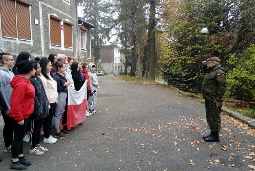 Szklarska Poręba: Hymn dla Niepodległej z żołnierską dumą w MOW